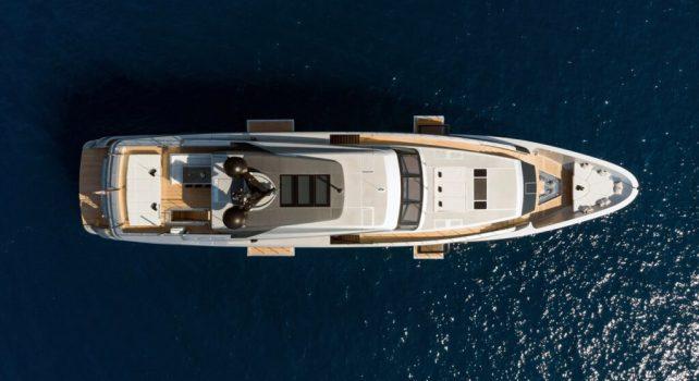 Stella Mia : Le Super Yacht à l'art de vivre marin sans compromis