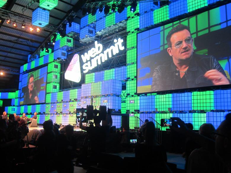 """U2 Bono sulla collaborazione con Apple: """"Ci hanno lasciati nei laboratori"""""""