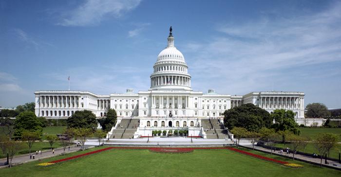 CEO tecnologia di Apple di colloqui di Tim Cook con il senatore Orrin Hatch durante il Washington, D.C. Trip