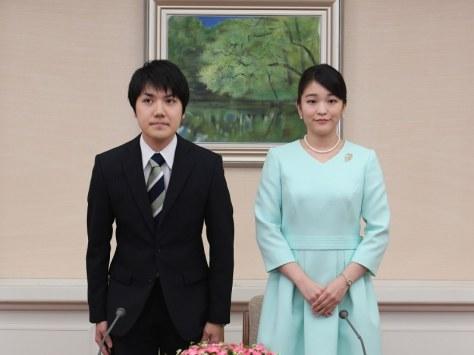 秋篠宮家の長女眞子さまと小室圭さん=東京都港区の赤坂東邸で2017年9月3日、代表撮影