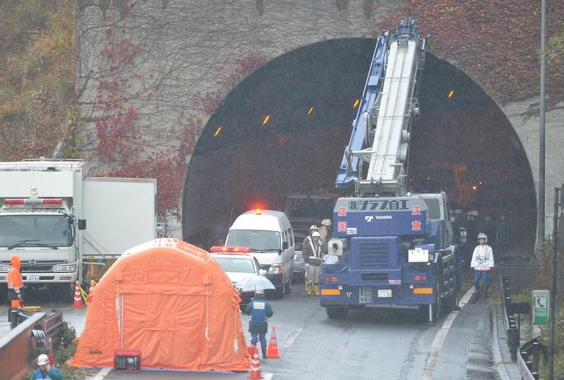 笹子トンネル事故:前社長ら過失問えず 全員不起訴へ | 毎日新聞