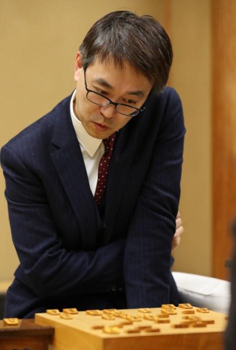 名人への挑戦を決めた羽生善治竜王=東京都渋谷区の将棋会館で2018年3月21日午後10時52分、小川昌宏撮影