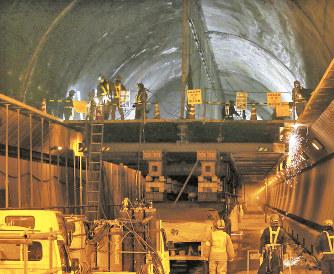 笹子トンネル事故:施設の改修進まず 再発防止策、道半ば - 毎日新聞