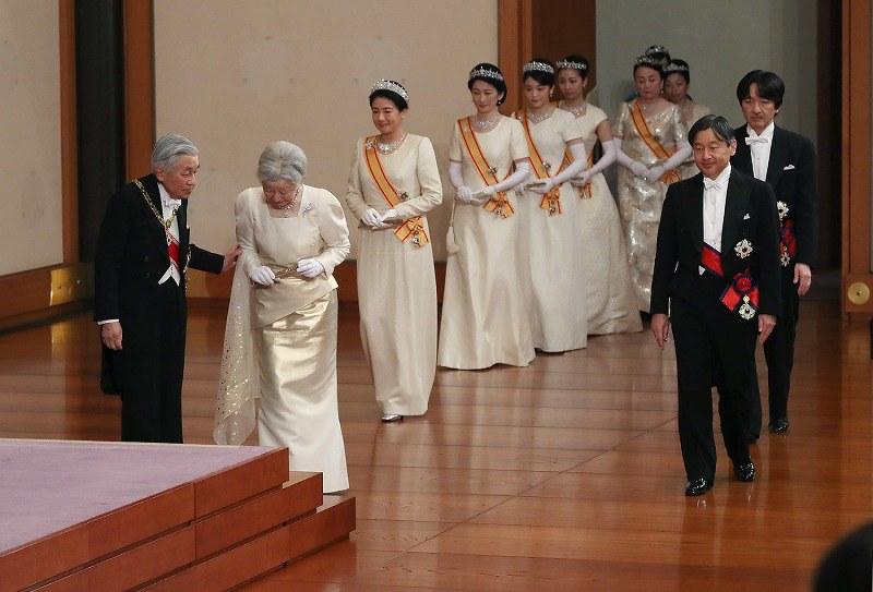 皇居で新年祝賀の儀 陛下「國の発展と國民の幸せを祈ります ...