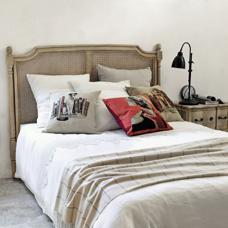 Tipologie di modelli di tendaggi per un soggiorno dall'arredo classico e moderno. Arredamento Provenzale Maisons Du Monde