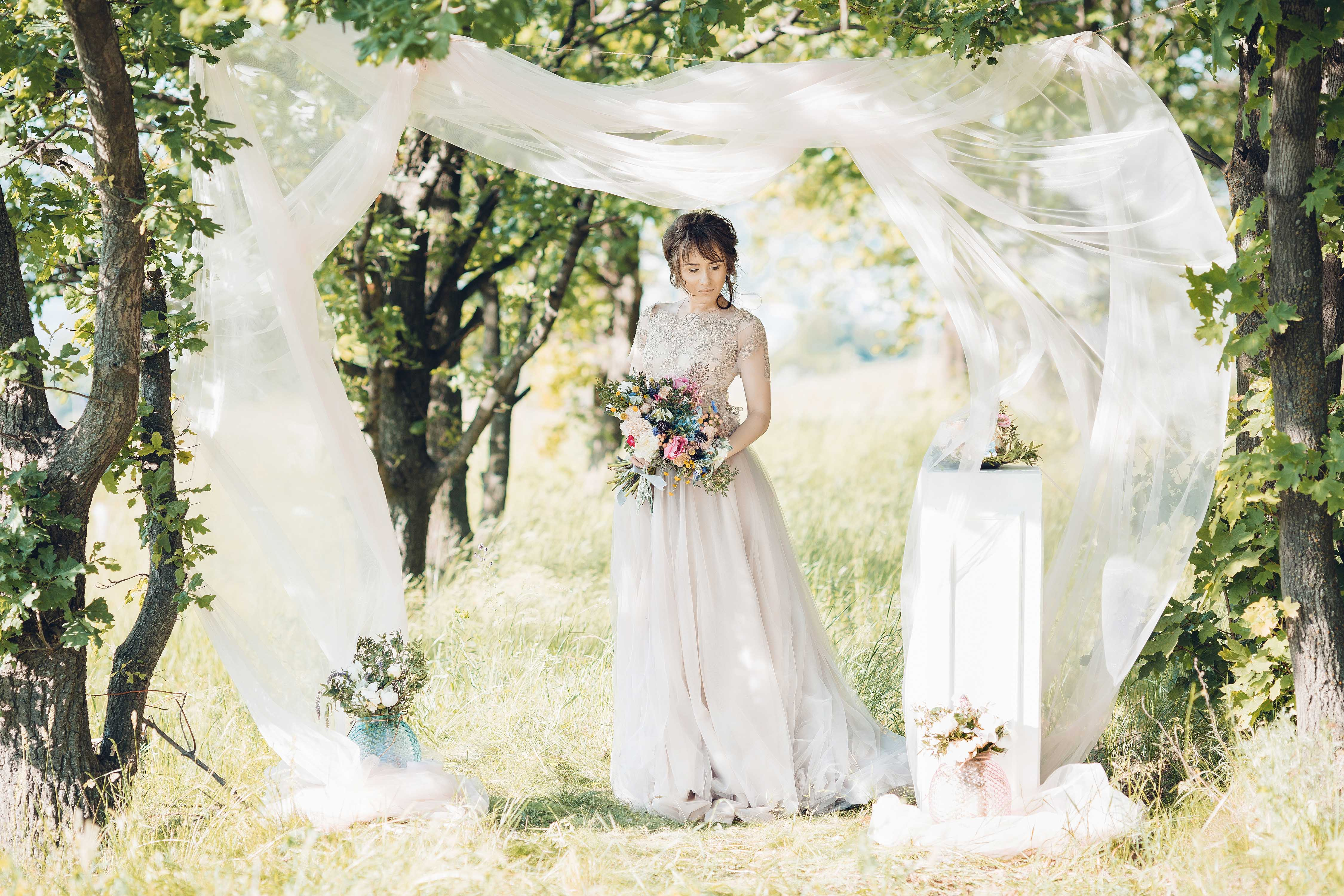 Romantic Arch Inspirations For Your Fairytale Wedding