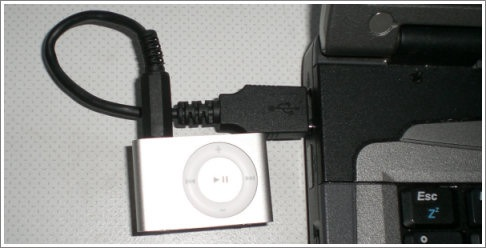 nicolas built a usb-cable for the new super-tiny ipod shuffle  pinout and  pictures here… – link & translated page