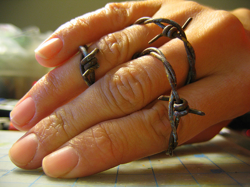 how to make barbed wire make