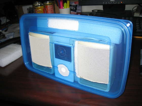 tupperware-plastic-box-ipod-speaker-cool-03.jpg