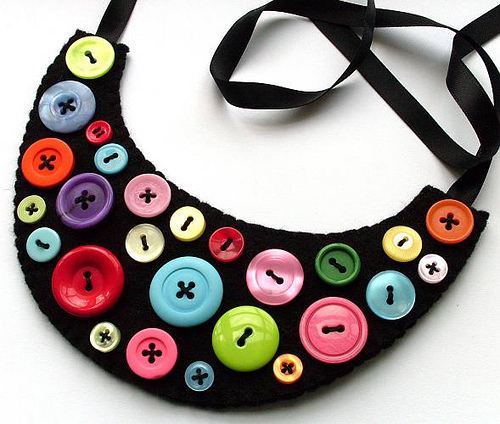 bib_button_necklace.jpg