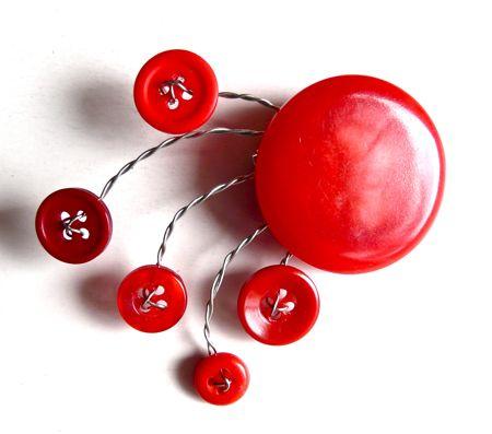 button_wire_brooch_sisterdiane.jpg