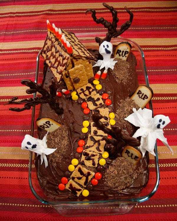graveyard-cake-finished.jpg