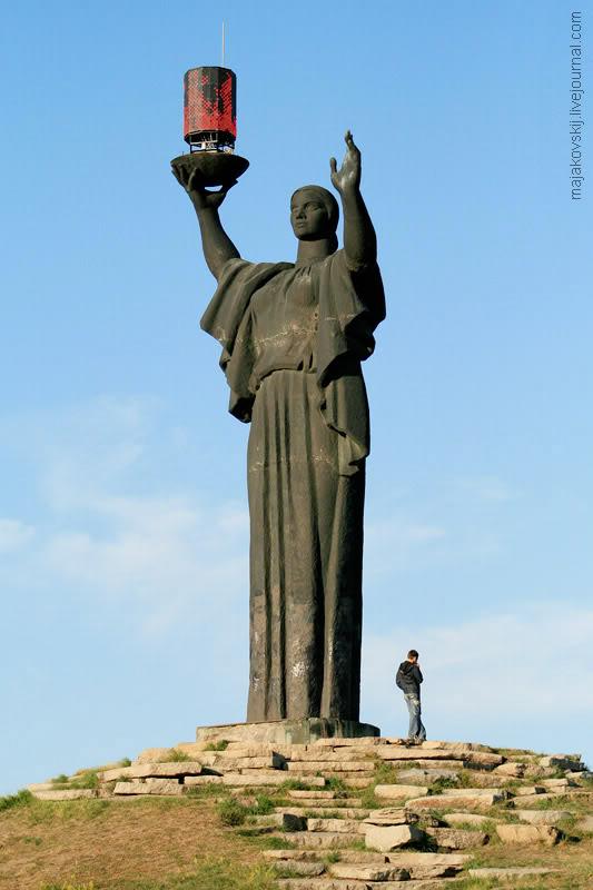 ukrainian_eternal_LED_flame_memorial.jpg