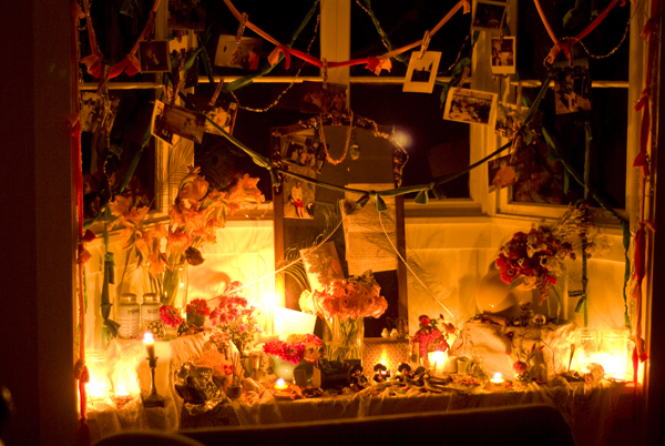 muertos_altar_night.jpg