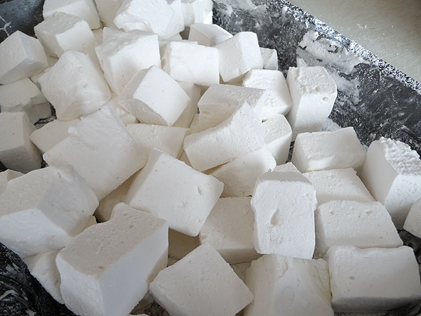 marshmallows_dustwithpowderedsugar.jpg