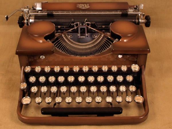 vintageTypewriter_2.JPG