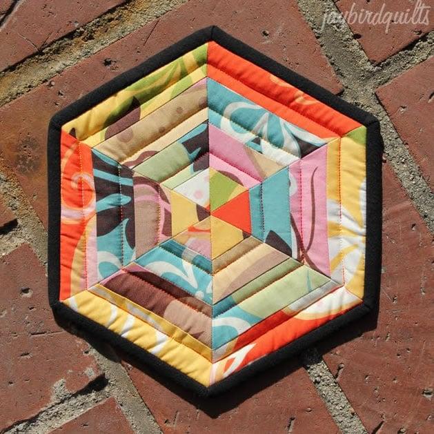 how_to_spiderweb_hexagon_quilt_potholder.jpg