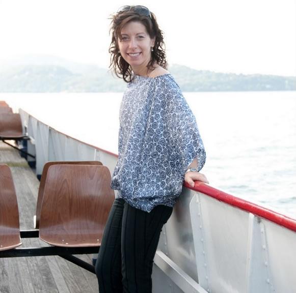 sailing_on_the_lake_blouse.jpg