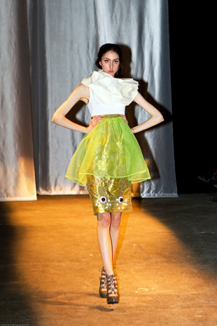 diana-eng-fashion-show-green-dress.jpg