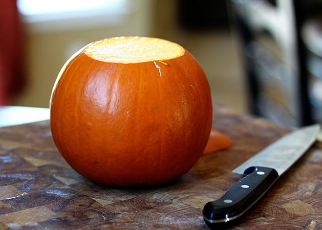 Kitchen101-Pumpkinpuree-Removestem