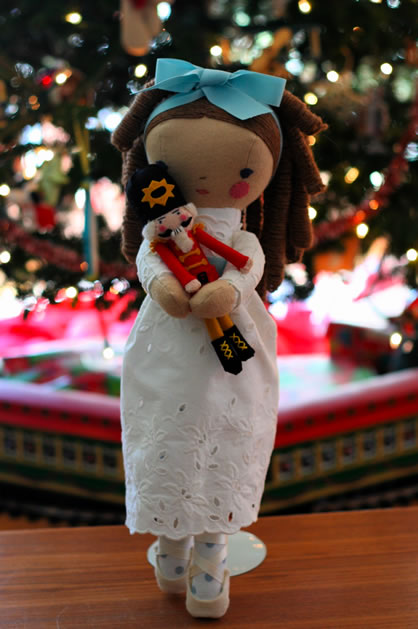 clara_nutcracker_dolls.jpg