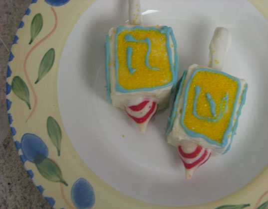 Driedel-Cakes-7.jpg