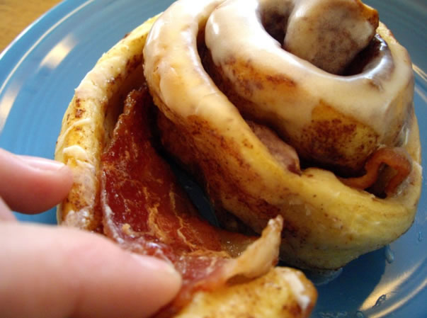 bacon_cinnamon_rolls.jpg
