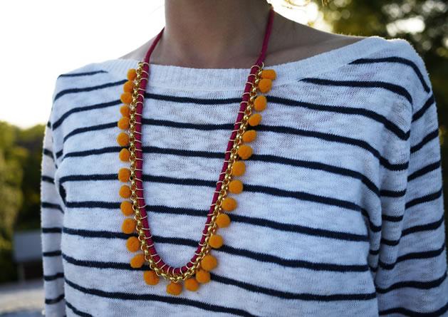 diy_pom_pom_necklace.jpg