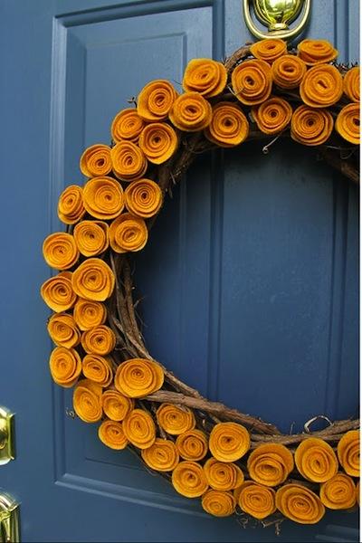 littlethingsbringbigsmiles_felt_flower_wreath.JPG