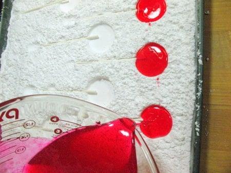kingarthurflour_confectioners_sugar_lollipop_mold.jpg