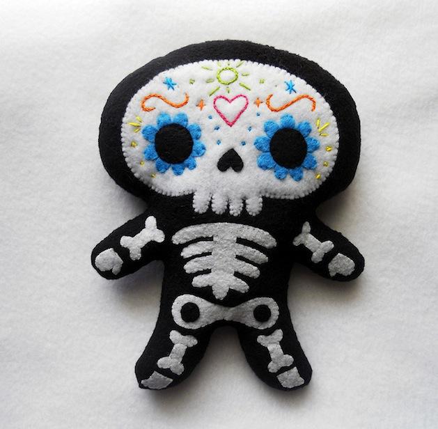 deadly_sweet_sugar_skull_plush.jpg