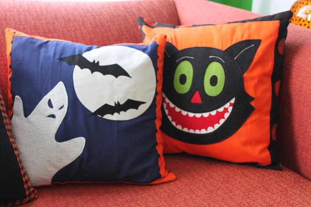 halloweenpillow_finished2.jpg