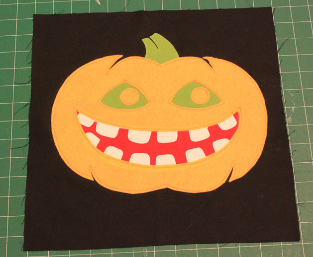 halloweenpillow_step12.jpg