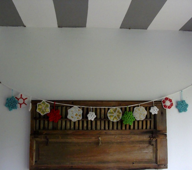 itchinstitchin_fabric_and_crocheted_snowflake_garland.jpg