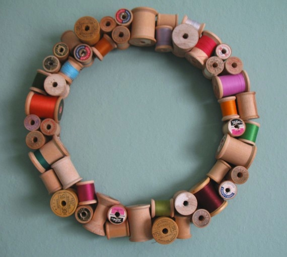 misstitchery_wooden_spool_wreath.jpg