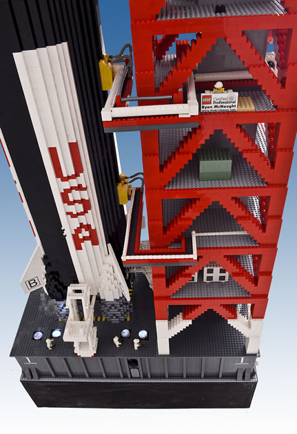 massive_lego_apollo_11_2.jpg