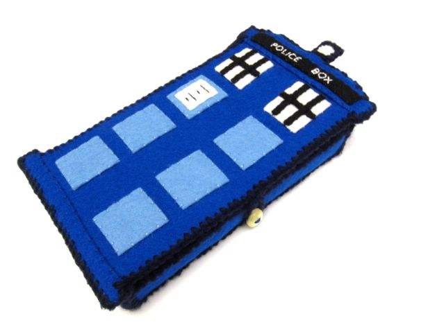 TARDIS_Phone_Charging_Station_Finished03.jpg