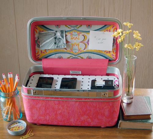 vintage_train_case_charging_station.jpg