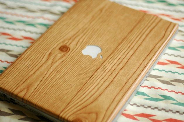 fineandfeathered_faux_wood_grain_laptop_case.jpg
