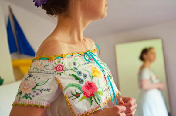 vintage_embroidered_tablecloth_wedding_dress.jpg