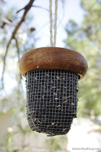 triedandtrue_acorn_bird_feeder