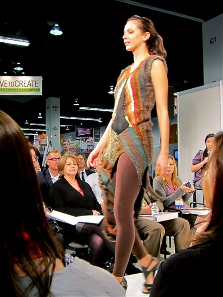 Lion_Brand_Yarn_Fashion_Show_2013_02a