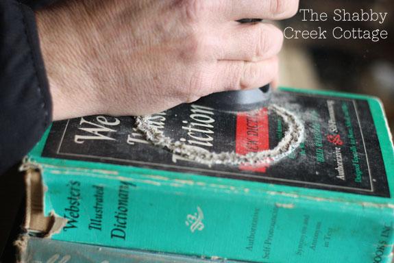 theshabbycreekcottage_book_lamp2