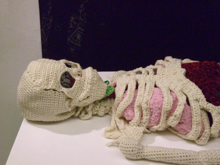 knitted-skeleton-Papp-1