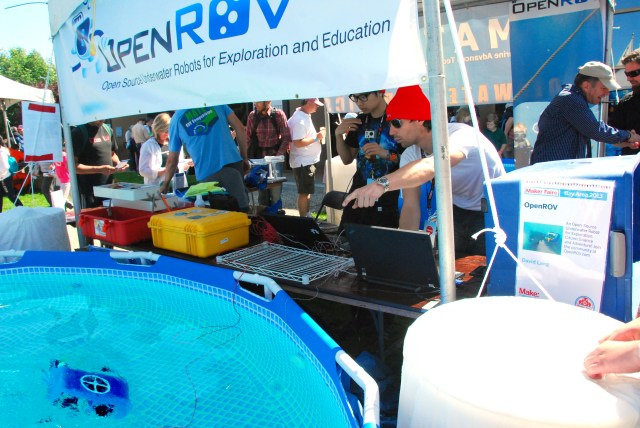 OpenROV project co-founder Eric Stackpole demonstrates his underwater robot. (Juliann Brown/MAKE)