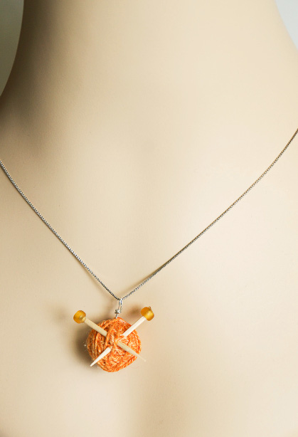 thinkcrafts_knitters_necklace_01