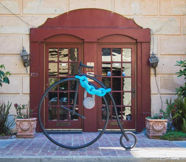 bike-chain-yarn-bomb-1