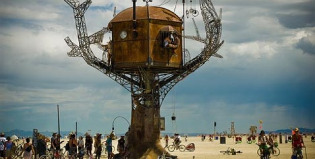 steampunk-metal-tree-house