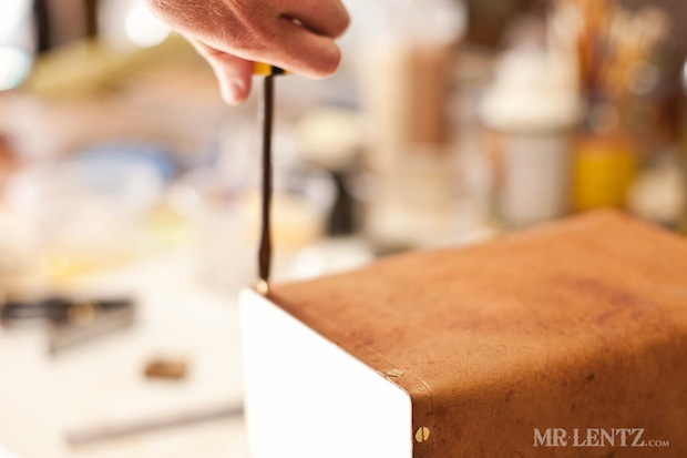 mrlentz_wood_and_leather_lunchbox_02