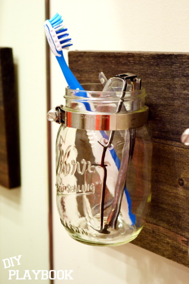 DIYplaybook_mason_jar_bathroom_organizer_02